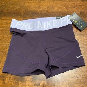 "Nike Women's tight fit 3"" training shorts NWT M"